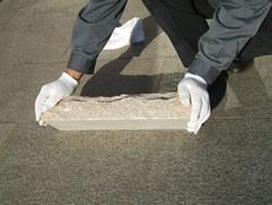 砂利等で、でこぼこの設置はご遠慮下さい。破損の可能性が有ります。